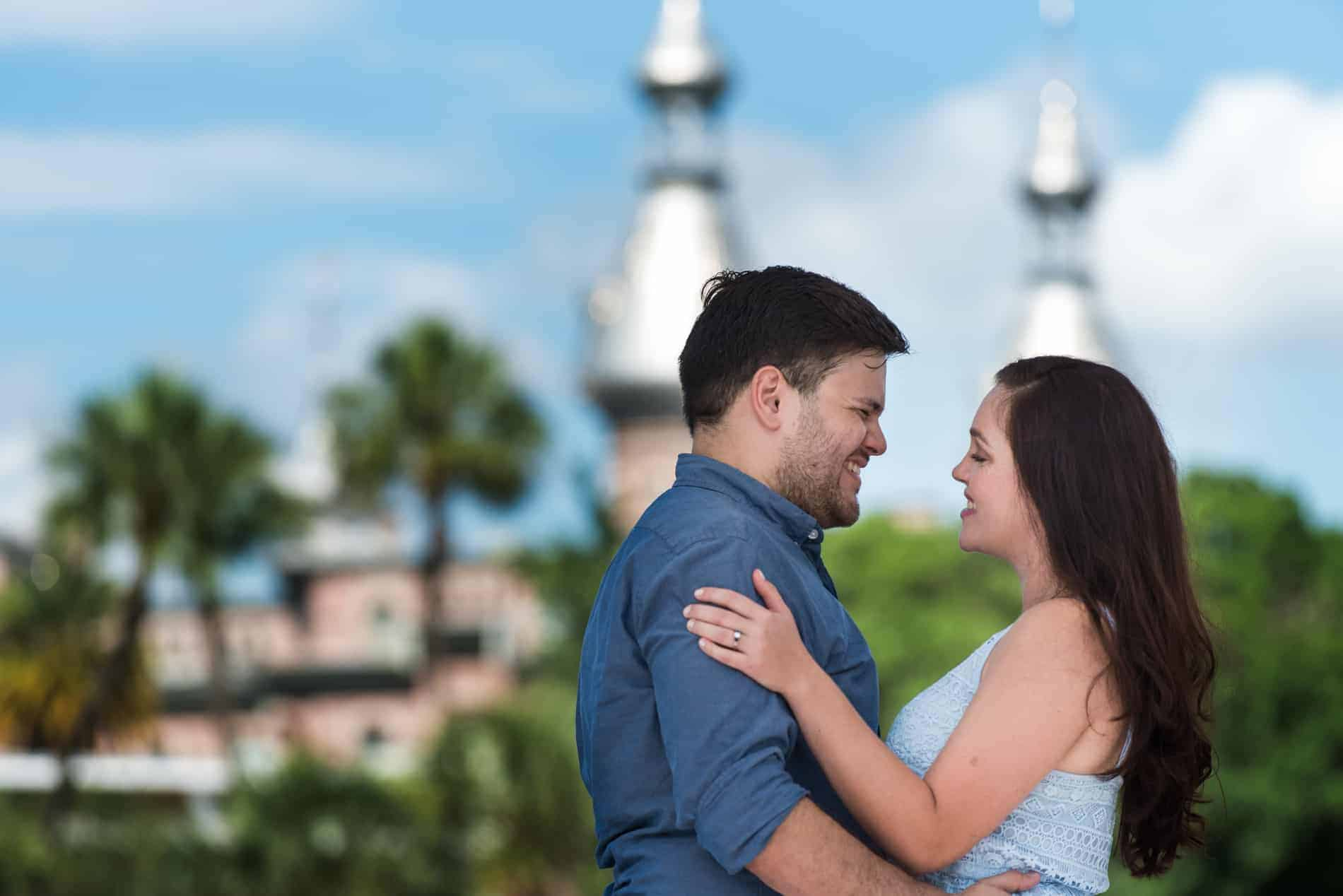 Engagement Pictures in Downtown Tampa