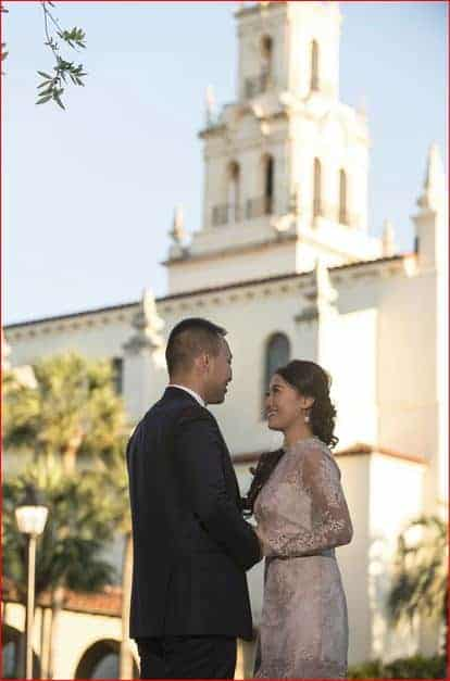 Couple poses for engagement pictures at Rollins College