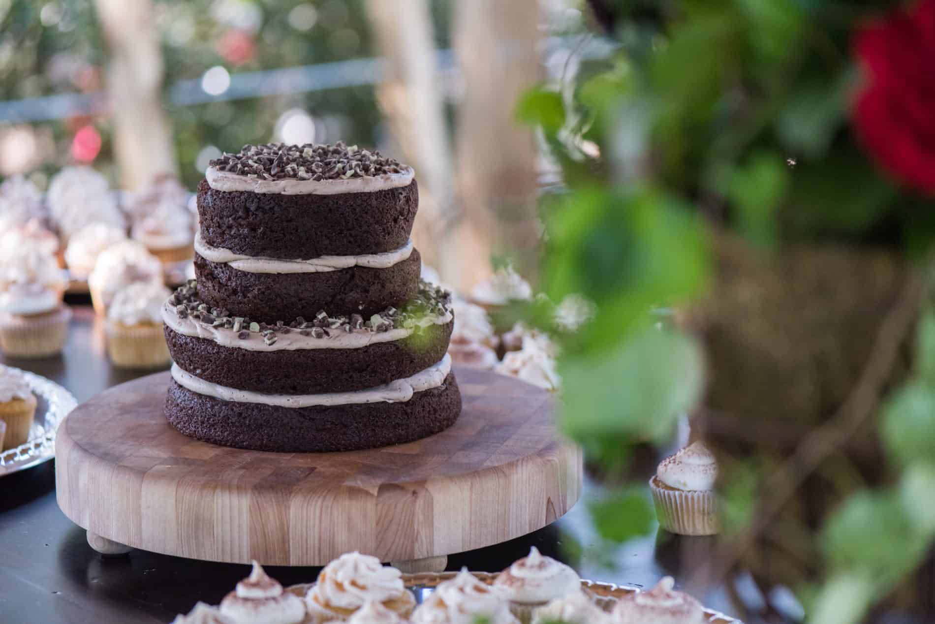 Fall Wedding Themes show desserts in photos