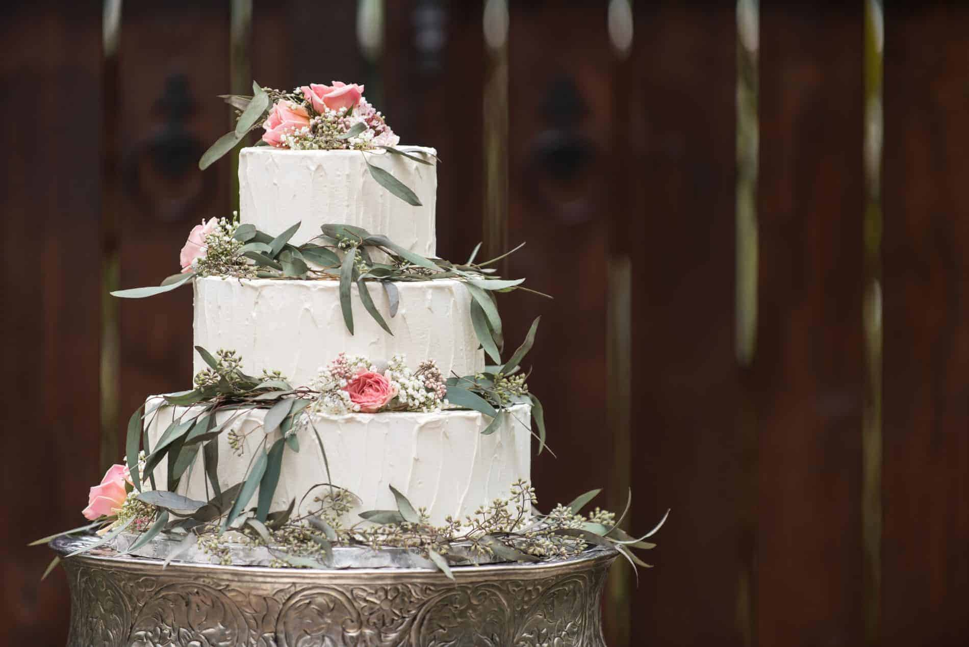 Cake Designers Coordinated this Amazing Wedding Cake